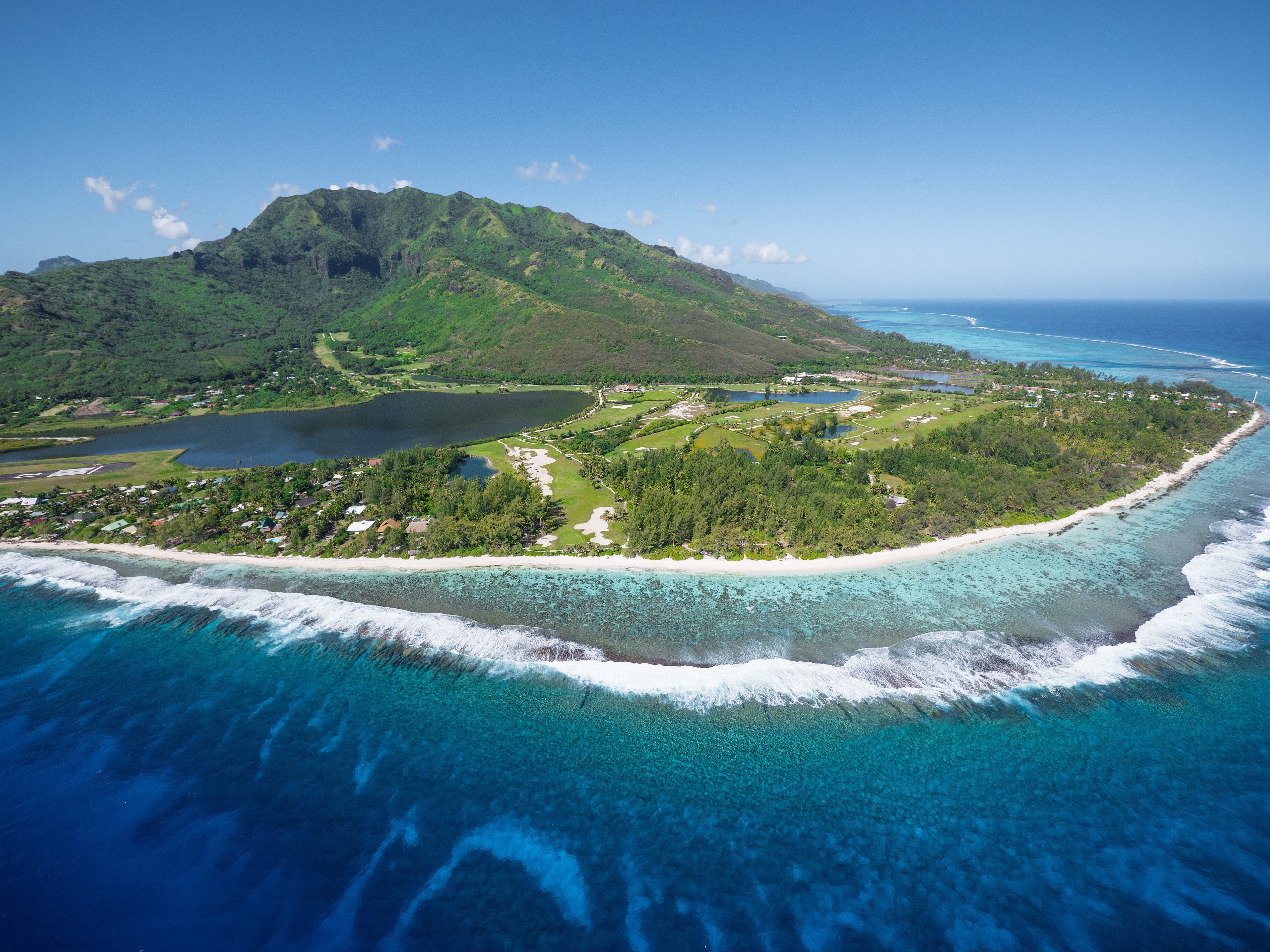 https://tahititourisme.cl/wp-content/uploads/2017/08/ACTIVITES-TERRESTRES-Moorea-Green-Pearl-Golf-3.jpg