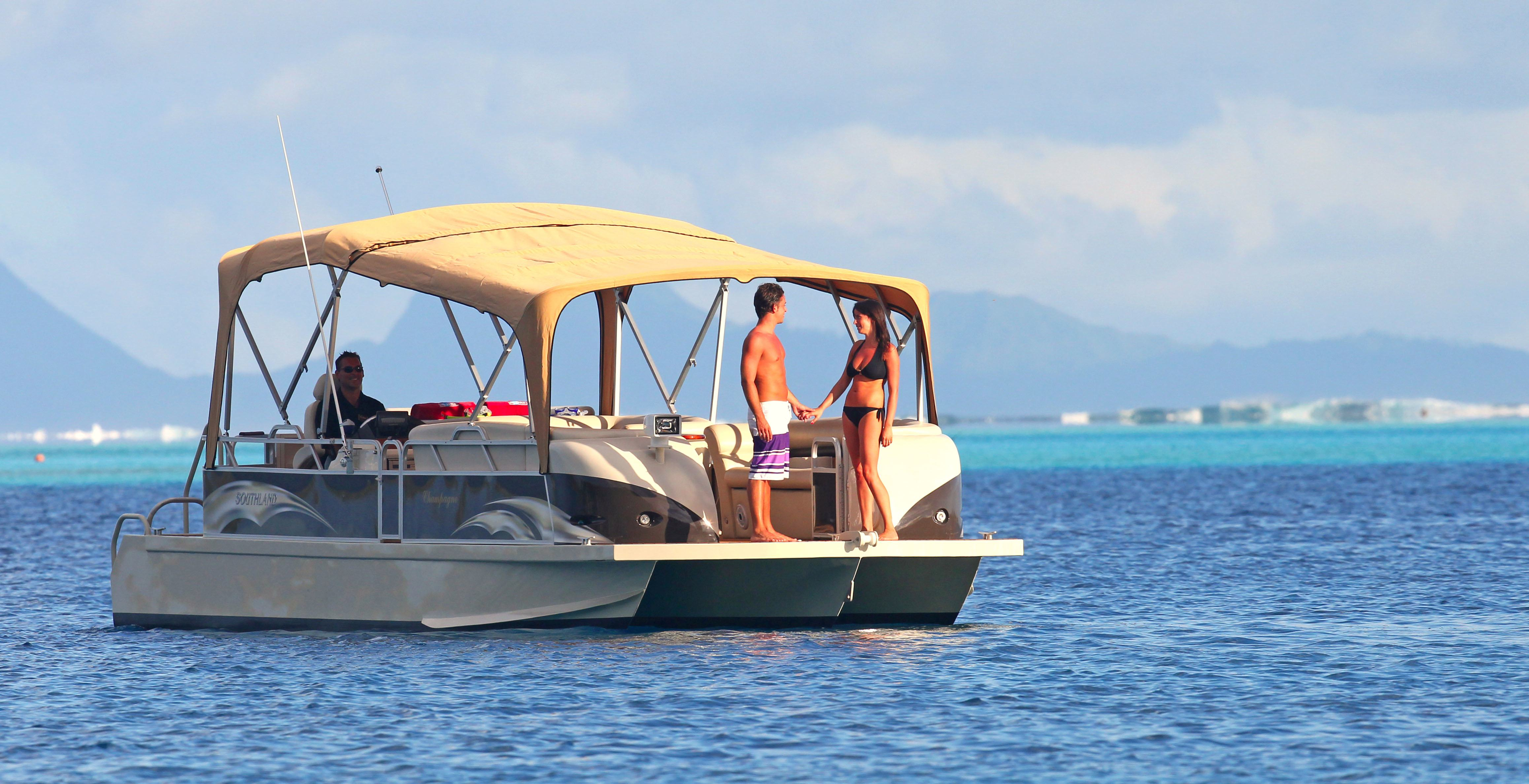 https://tahititourisme.cl/wp-content/uploads/2017/08/Champagne-Boat-2.jpg