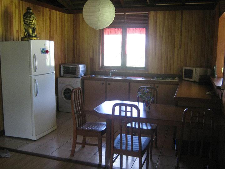 https://tahititourisme.cl/wp-content/uploads/2017/08/Fare-Tiare-painapo-cuisine.jpg