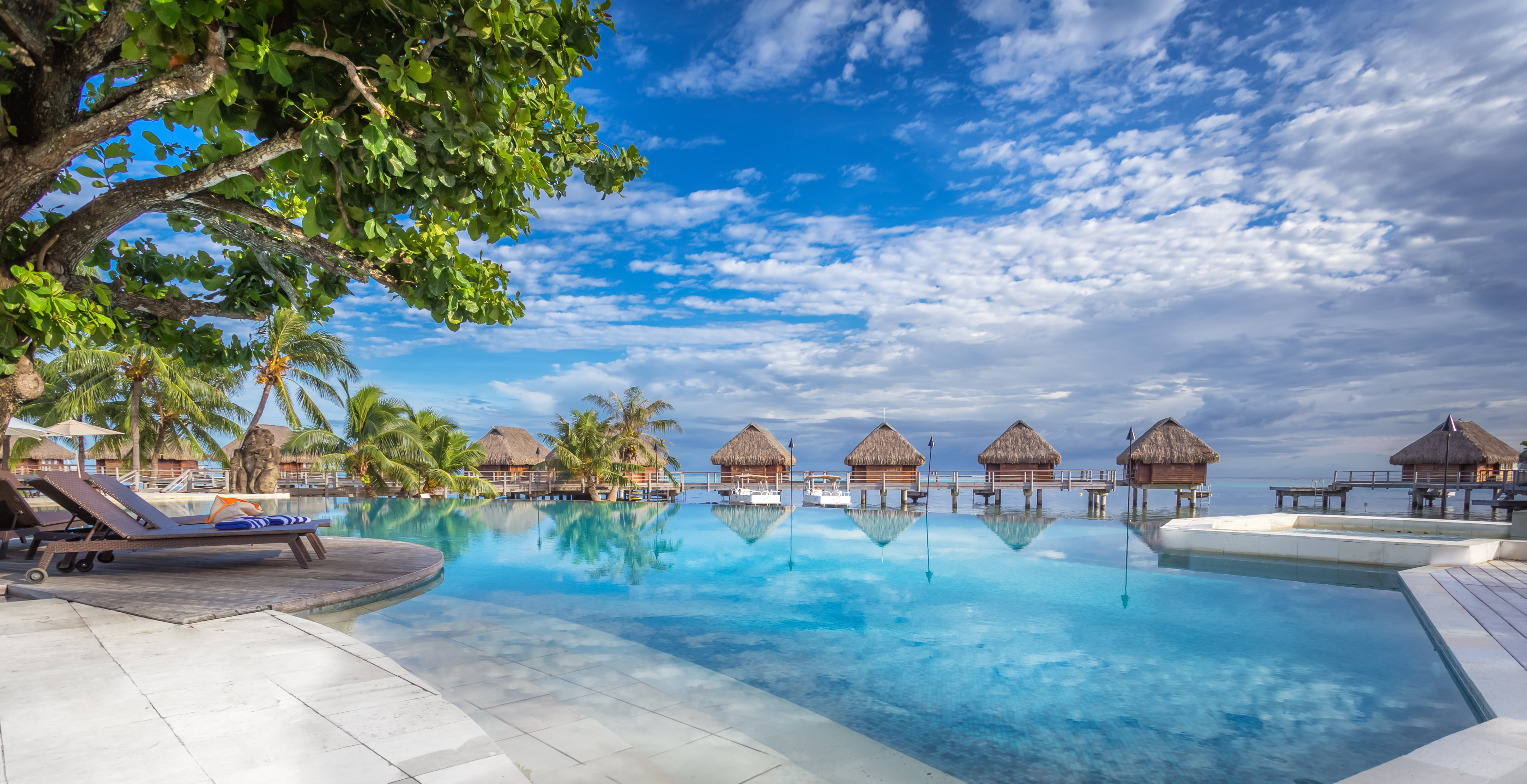 https://tahititourisme.cl/wp-content/uploads/2017/08/HEBERGEMENT-Manava-Beach-Resort-and-Spa-Moorea-1-Charles_Veronese.jpg