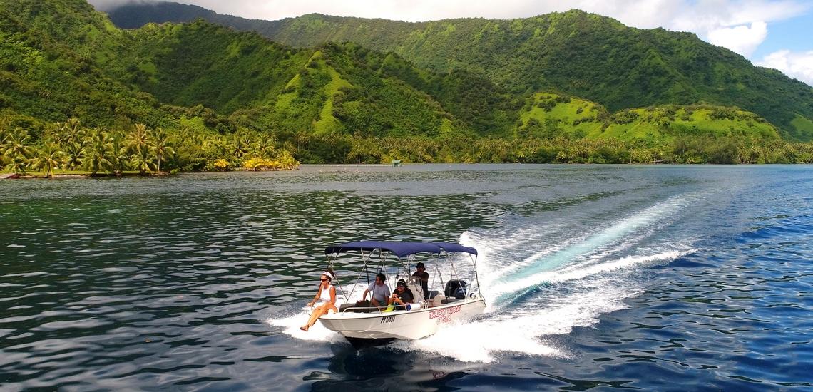 https://tahititourisme.cl/wp-content/uploads/2018/02/ACTIVITES-NAUTIQUES-Teahupoo-Taxi-Boat-1.jpg