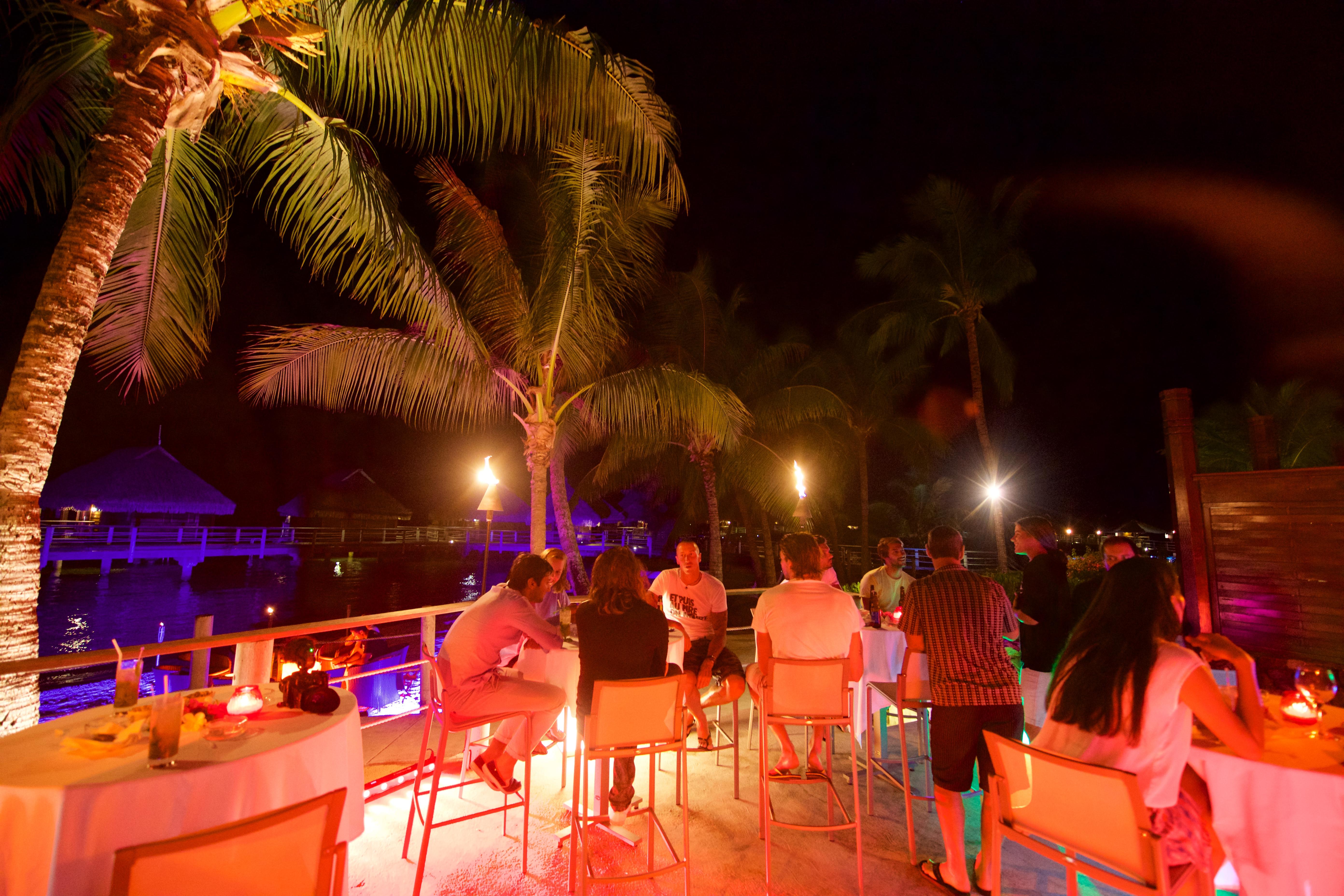 https://tahititourisme.cl/wp-content/uploads/2018/03/RESTAURATION-Matahiehani-Lounge-Bar-featured_image-Tim_McKenna.jpg