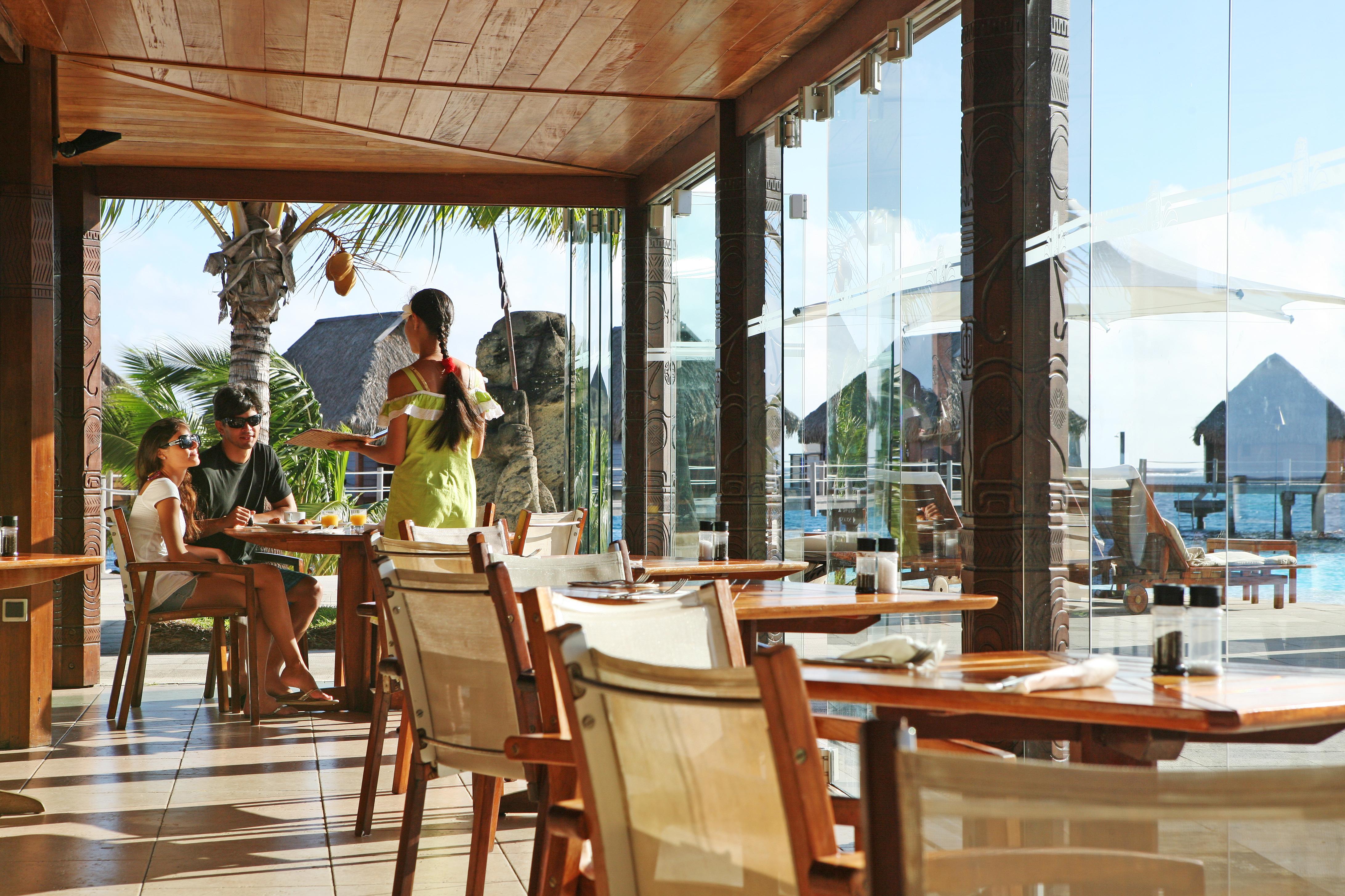 https://tahititourisme.cl/wp-content/uploads/2018/03/RESTAURATION-Restaurant-Mahanai-3-Greg_LeBacon.jpg
