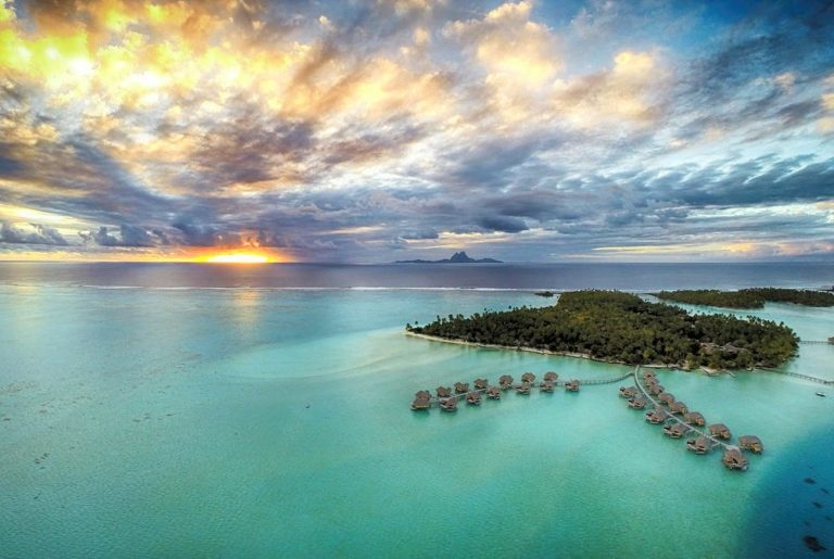 Polinesia sobre el mar