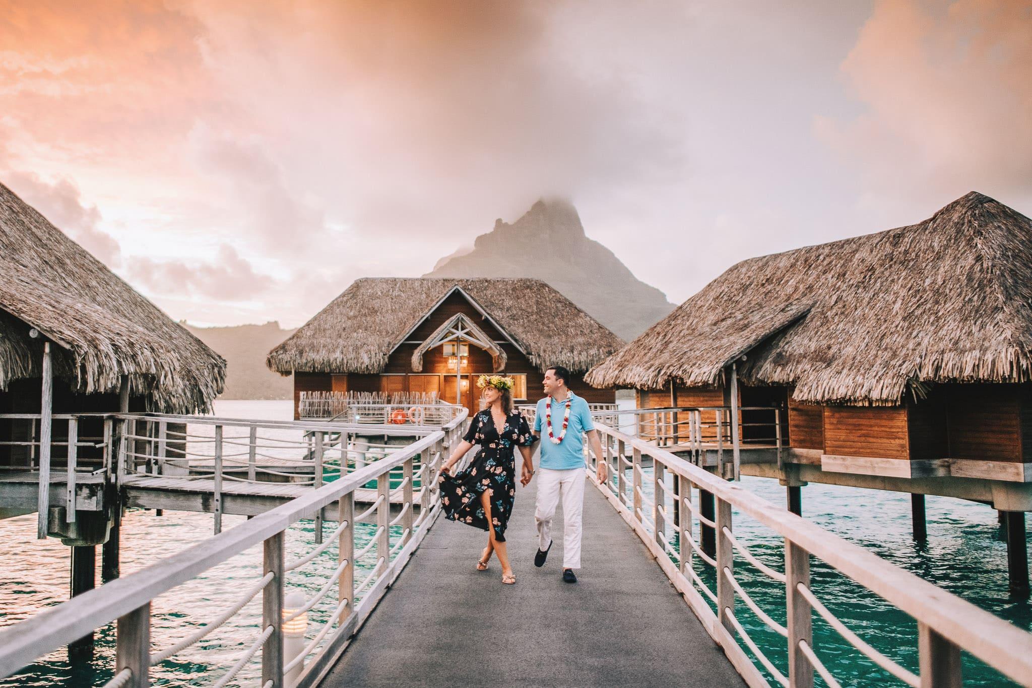 https://tahititourisme.cl/wp-content/uploads/2021/04/Bora-Bora-Photographer-Honeymoon-Wedding-couple-10.jpg