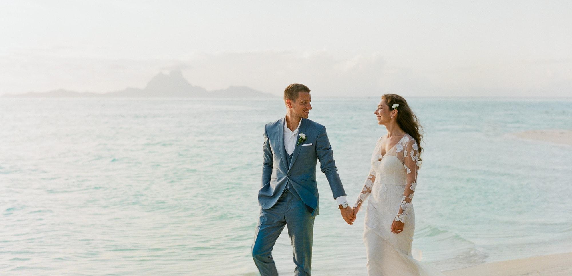 https://tahititourisme.cl/wp-content/uploads/2021/04/PCP-Bora-Bora-Photography-Couple-Wedding-sunset.jpg